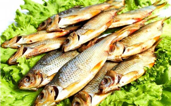 разнообразную вяленую рыбу